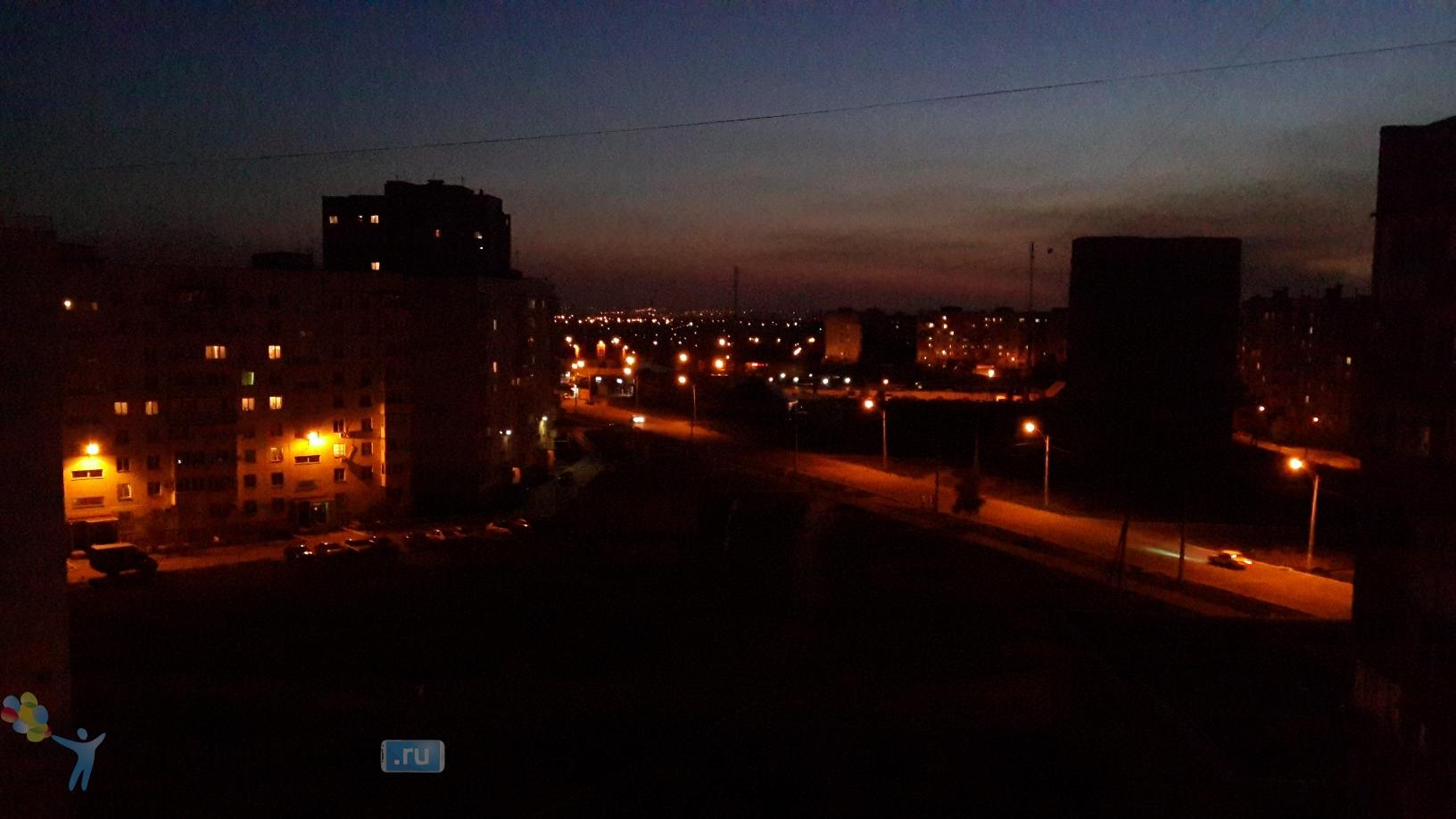 Фото с камеры Galaxy S4 - авто при плохом освещении