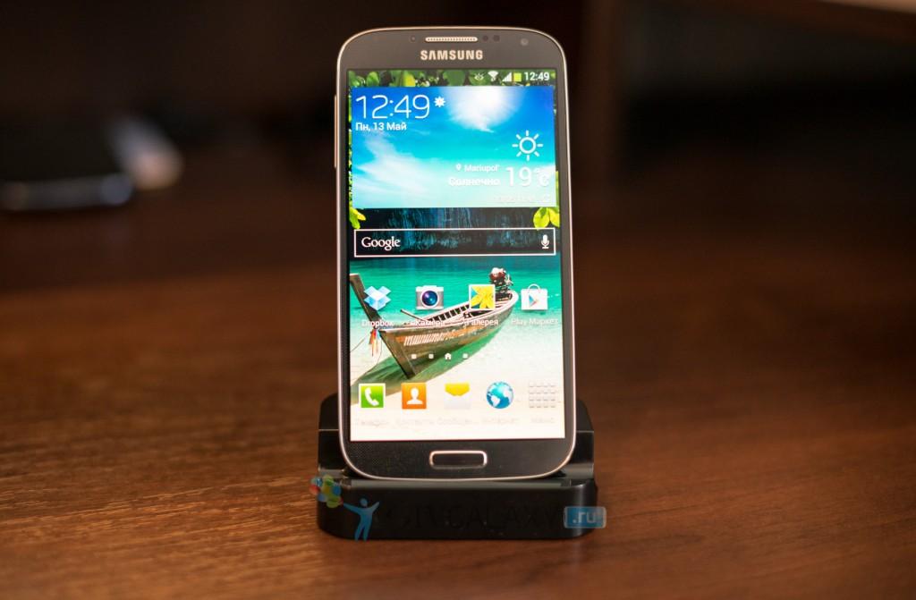 Samsung Galaxy S4 и док-станция из Китая