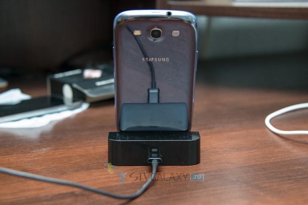 Док-станция из Китая для Samsung Galaxy S3 - вид сзади