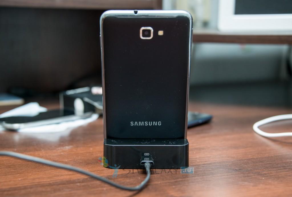 Samsung Galaxy Note и китайская док-станция - задняя панель