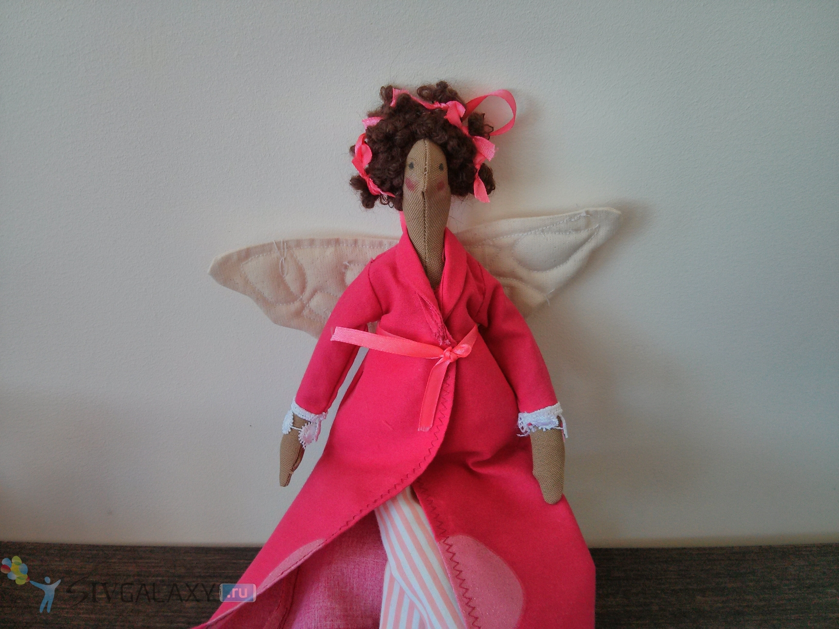 Фото с камеры LG Nexus 4 - кукла-ангел