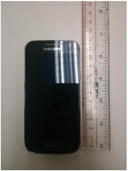 Фотография Samsung Galaxy S4 Mini - размер лицевой панели
