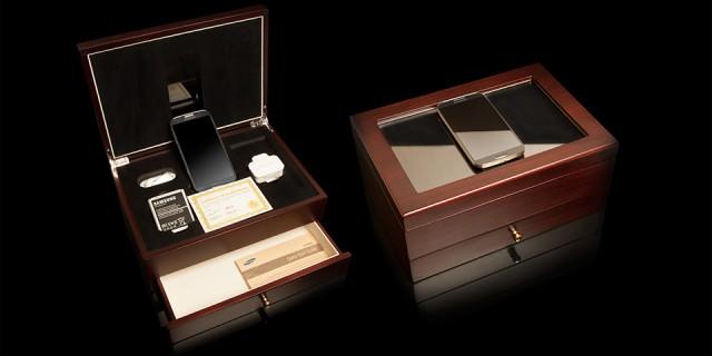 Коробка с золотым Galaxy S4 премиум класса