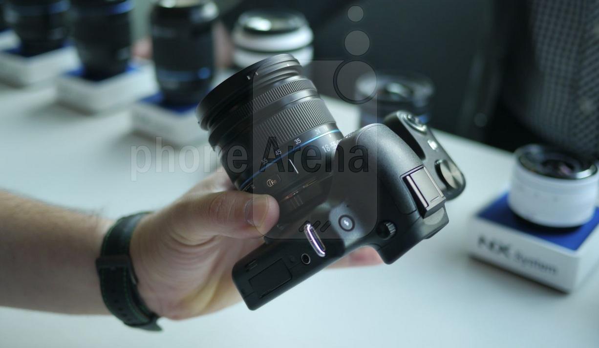 Камера Samsung Galaxy NX - корпус