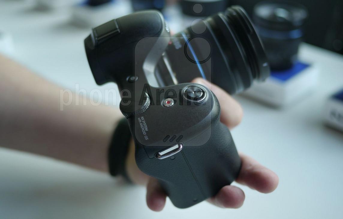 Камера Samsung Galaxy NX - внешний вид