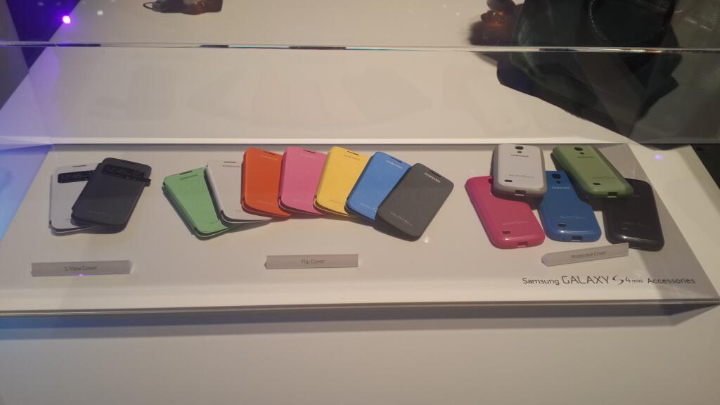 Аксессуары для Galaxy S4 Mini показали на презентации