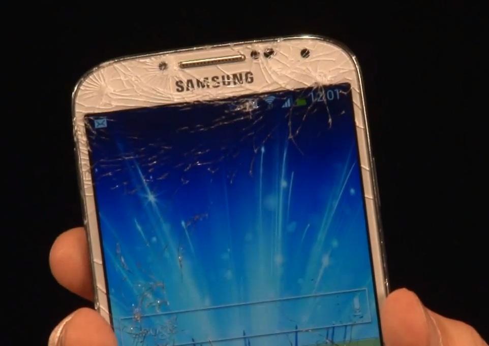 iPhone 5 vs Samsung Galaxy S4 дроптест