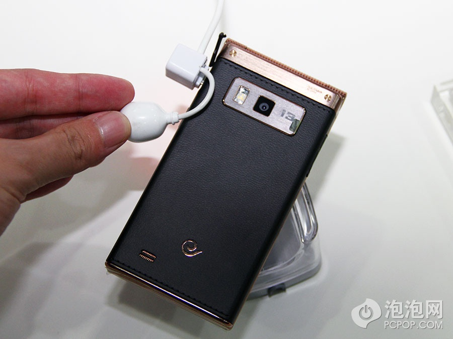 "Samsung официально представил ""раскладушку"" на Snapdragon 800"