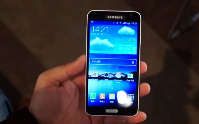 Смартфон Samsung Galaxy J на видео