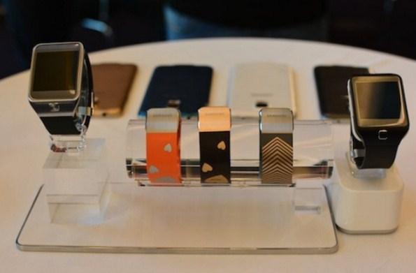 Gear 2, Galaxy Band и Samsung Galaxy S5 в четырех вариантах цвета корпуса