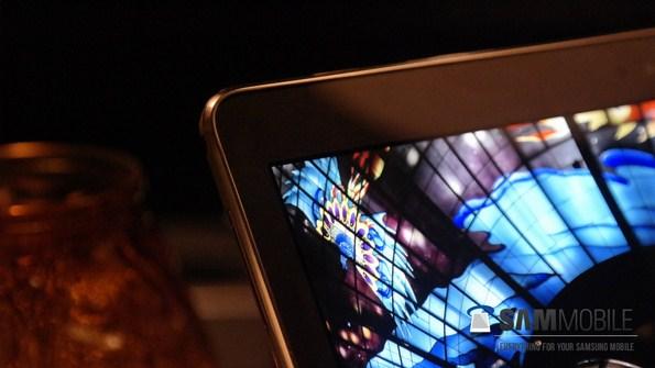 Samsung Galaxy Tab S на реальных фотографиях в руках