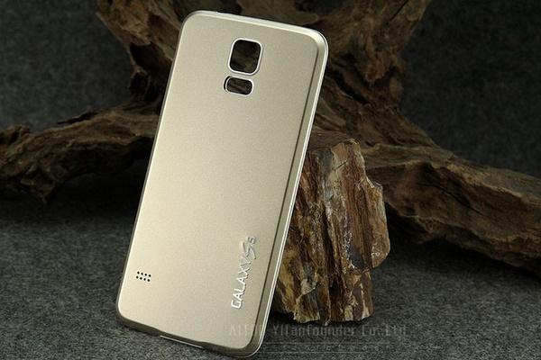 Разноцветные панели из алюминия на Galaxy S5