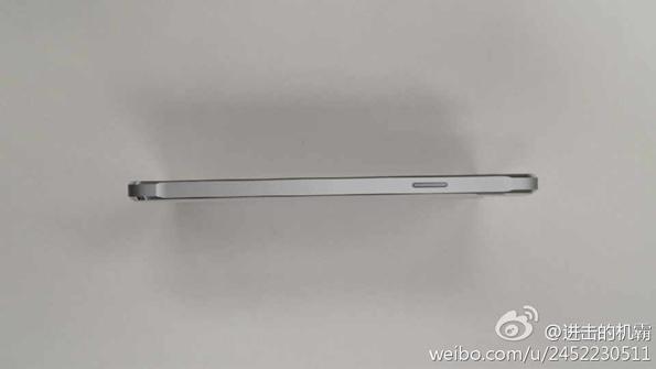 Белый Samsung Galaxy Alpha на фото