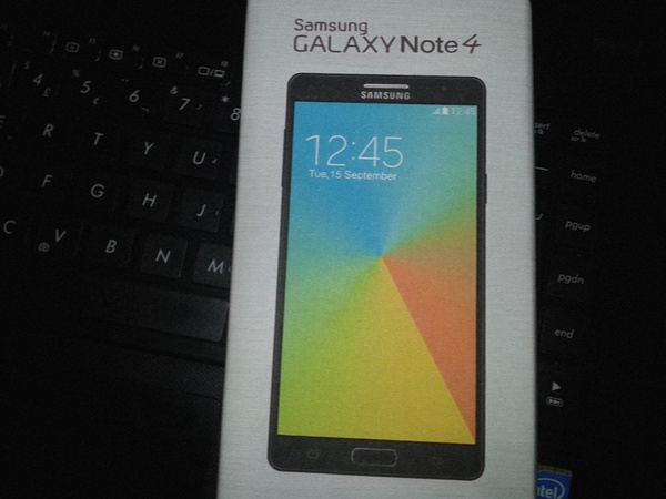 Коробка с Galaxy Note 4