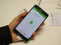 Видео работы датчика измерения УФ и SpO2 в Samsung Galaxy Note 4