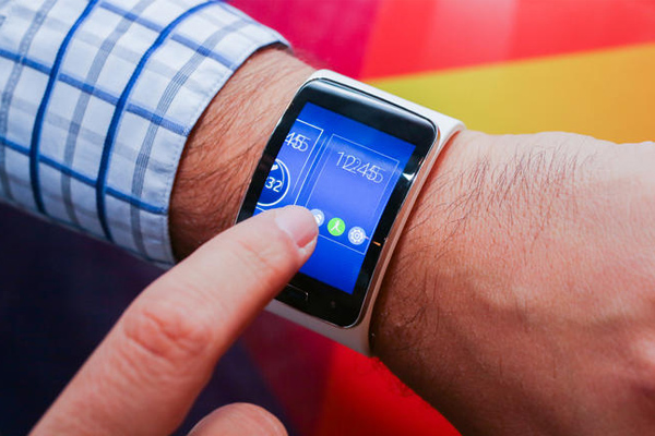 Samsung готовит умные часы со сканером отпечатков пальцев и системой оплаты