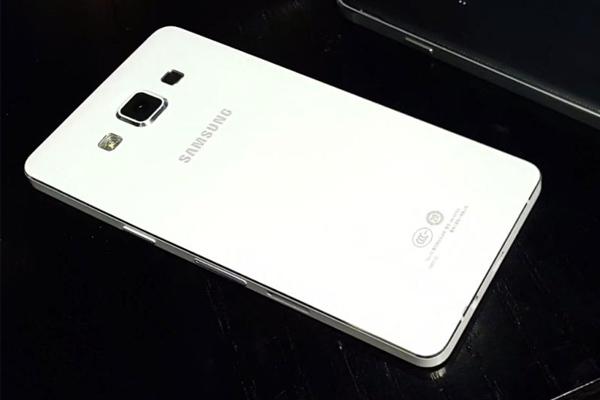 Samsung Galaxy A7 - Full HD экран и 64-битный процессор