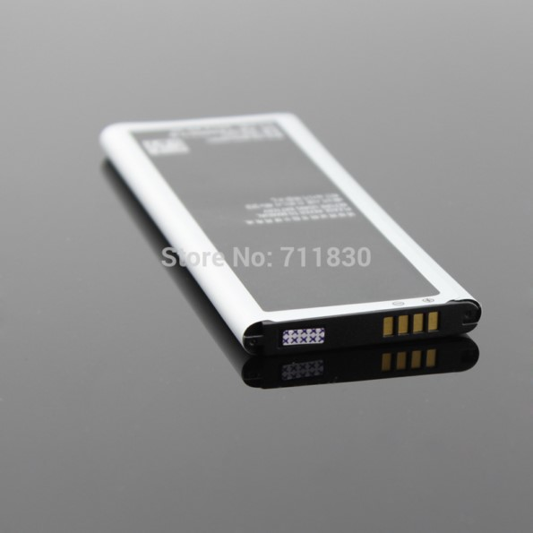 Док-станци для зарядки и синхронизации Galaxy Note 4 с дополнительным аккумулятором