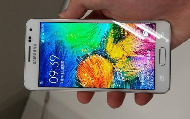 Видео распаковки и обзора Samsung Galaxy A3