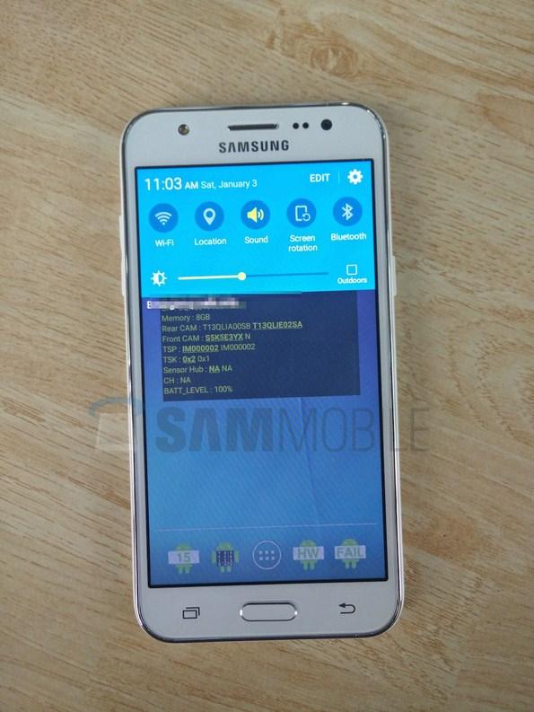 Samsung Galaxy J5 на живых фото