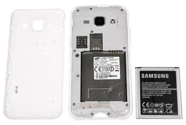 смарфтон Samsung Galaxy J1 - обзор