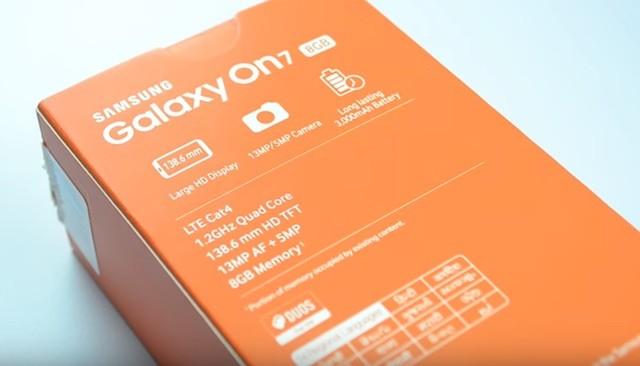 Распаковка смартфона Samsung Galaxy On7