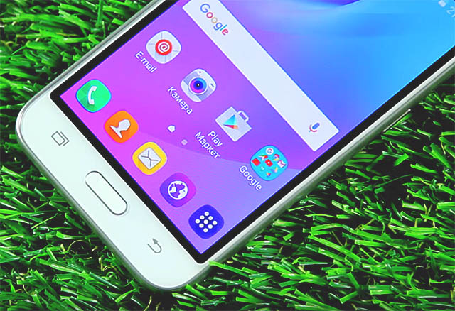 Samsung Galaxy J1 2016 J120F - дисплей