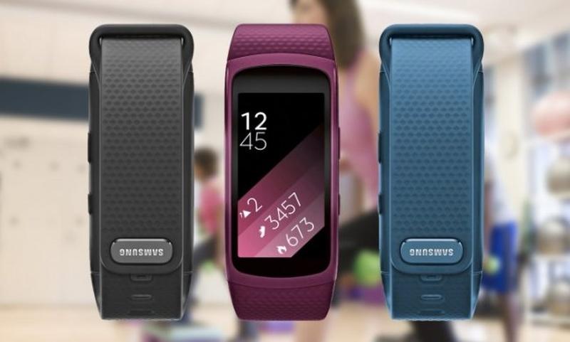 Gear Fit 2 с разных сторон и разных цветов