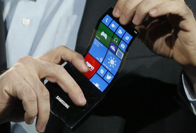 Samsung обещает представить смартфон с гибким дисплеем в 2017 году