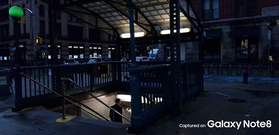 Фото с камеры Samsung Galaxy Note 8 в темноте