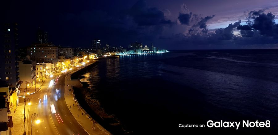 Фото с камеры Samsung Galaxy Note 8 ночной город